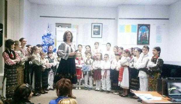 """Ansamblul de copii """"Zavaidoc"""" a impresionat la Centrul Cultural Piteşti 4"""