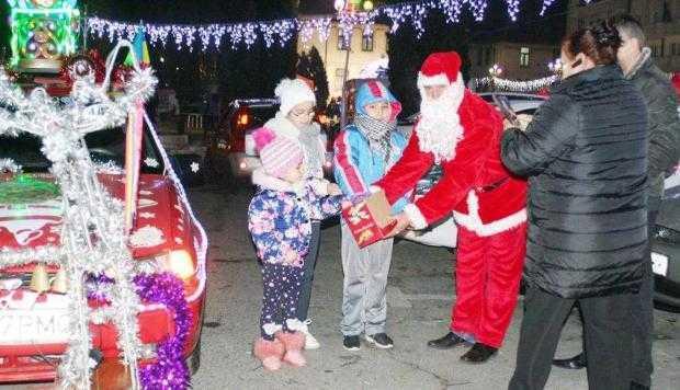 Moş Crăciun de Muscel în două variante: Taxi Moşu şi Moşu Doru 4