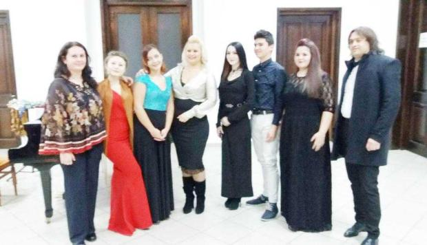 """Concert special de Crăciun la Liceul """"Dinu Lipatti"""" 6"""