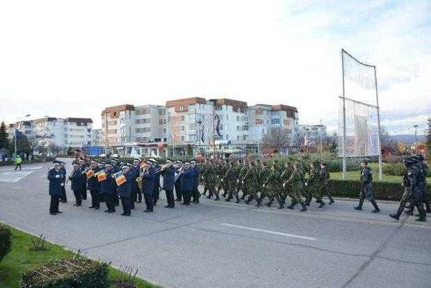 Parade militare, fanfară şi concerte, în Argeş, de Ziua Naţională a României 3