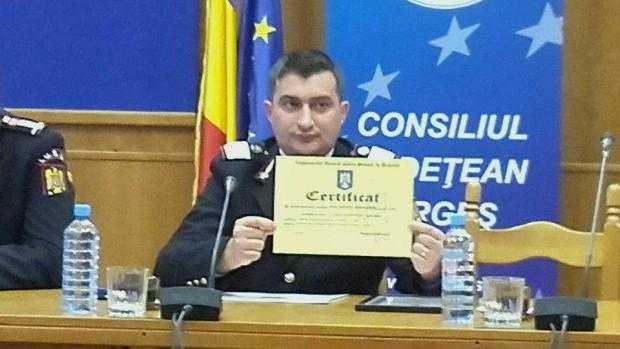 Pompierul erou care a salvat de la moarte un cățel a fost de premiat de IGSU și CJ Argeș 6