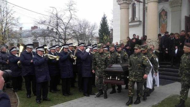 """Constantin Stroe,""""cel mai iubit dintre argeșeni"""", a fost condus cu onoruri militare pe ultimul său drum 6"""