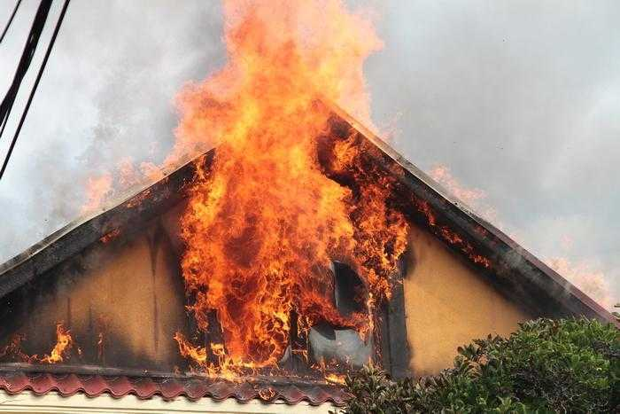 Două autospeciale cu apă și spumă au intervenit la un incendiu în comuna Băbana 2