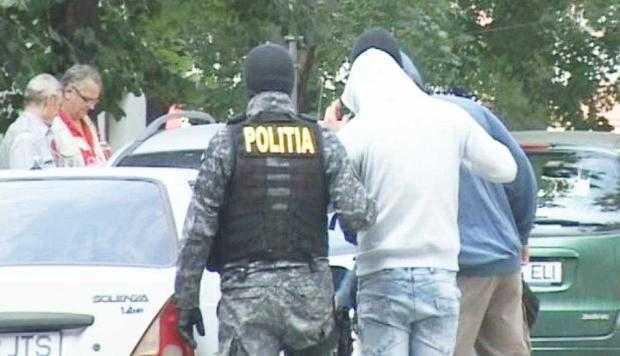 Trei câmpulungeni, condamnaţi pentru trafic de droguri 4