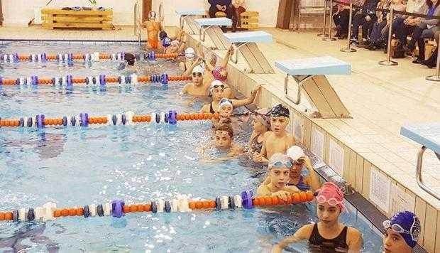 Demonstraţie de înot la Mioveni 4