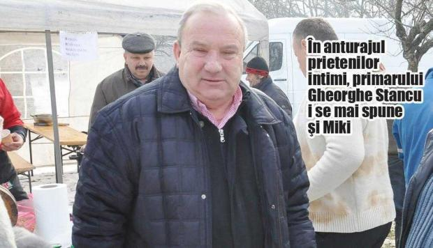 """Sexgate cu """"Miki Cuceritorul"""". Primarul din Bascov, şantajat cu un DVD în care apărea făcând sex cu o tânără 6"""