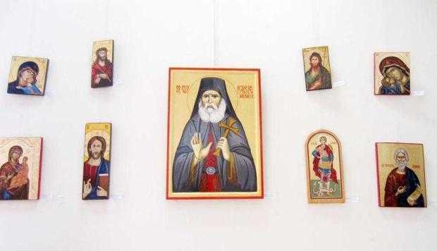 """A VIII-a ediţie a expoziţiei de icoane """"Pîrvu Mutu Zugravu"""" a fost un succes 6"""
