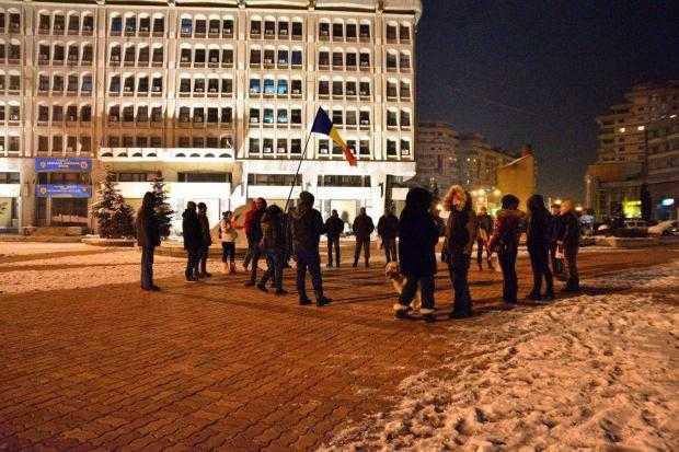 Peste 50 de oameni în a unsprezecea zi de proteste la Piteşti 4