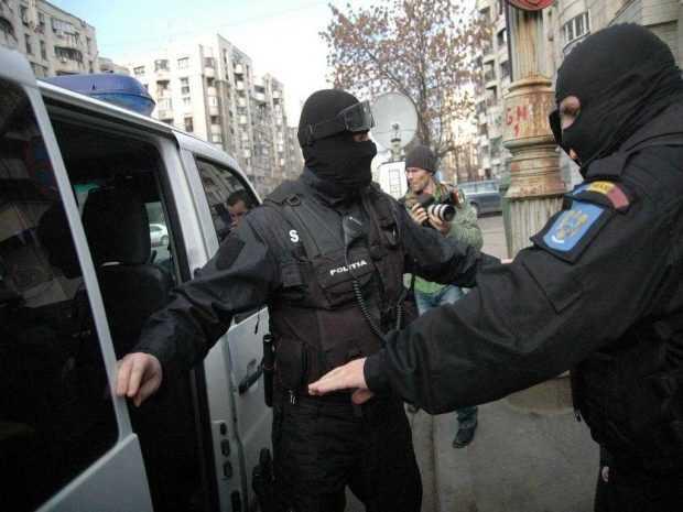 Argeșean suspectat de legături cu Statul Islamic, reținut de procurorii DIICOT 4