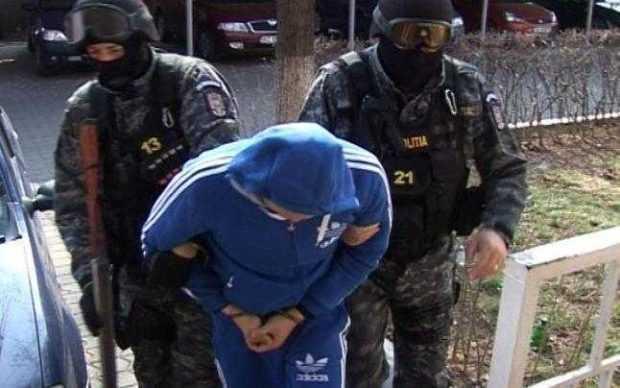 Unul dintre proxeneții arestaţi marţi este finul șefului Poliției Argeș şi acum zece ani a ajutat poliţiştii în soluţionarea unei crime 6