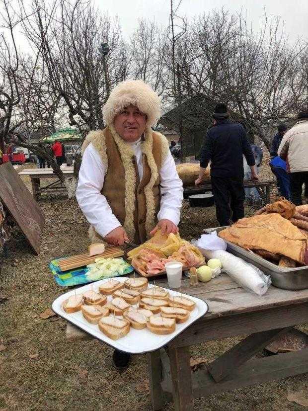 Bebe Ivan a adus 40 kg de carnati