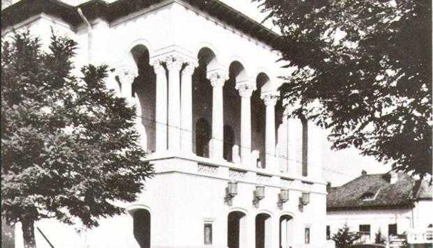 8 teatru