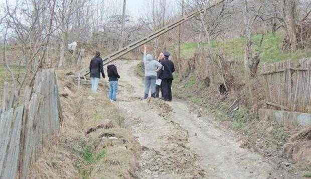 17 alunecare teren dambovita