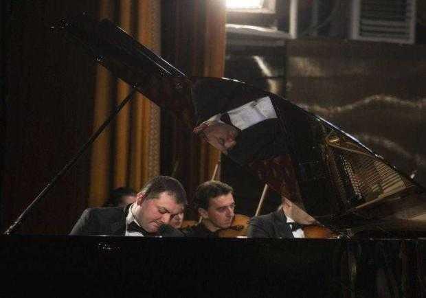 Razvan Dragnea pianist filarmonica