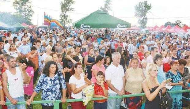 Doiniţa şi Ionuţ Dolănescu au încântat audienţa la Ziua Comunei Ungheni 2