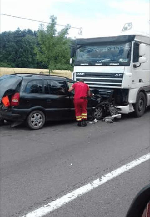 Accident rutier între un tir și un autoturism 5