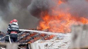 Incendiu la acoperișul unei case din Curtea de Argeș 4
