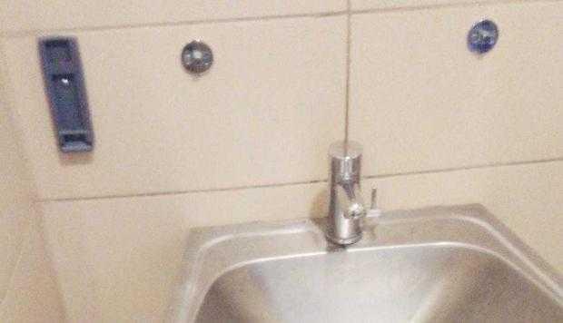 Gara Sud Piteşti, făcută cu fonduri europene, dar fără apă şi săpun la WC-uri 6