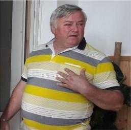 Primarul din Dârmănești apare cu ochiul vânăt într-o fotografie. Spune că el a fost cel bătut de Usr-ist 5