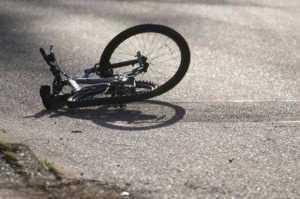 Lovită de mașină în timp ce mergea pe bicicletă 2