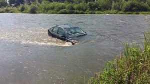 Reacția ABAAV despre mașina purtată de apă pe râul Argeș 4