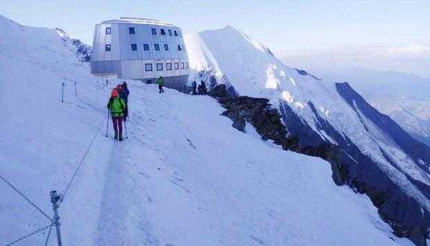 Un salvamontist argeşean a escaladat Vârful Mont Blanc 3