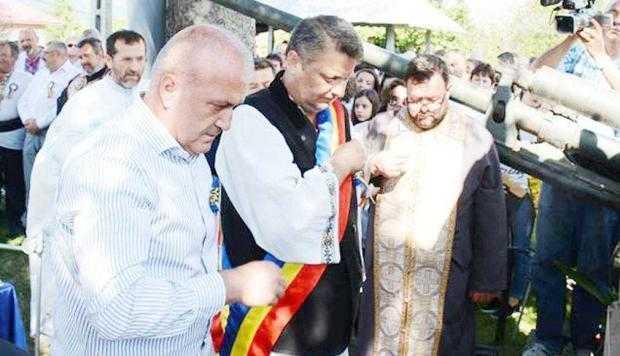"""""""Festivalul Ţuicii"""" şi """"Flacăra Centenarului"""", la Coşeşti 4"""