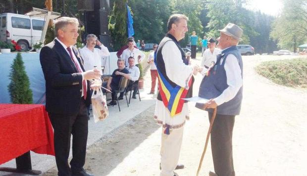 """""""Festivalul Ţuicii"""" şi """"Flacăra Centenarului"""", la Coşeşti 5"""