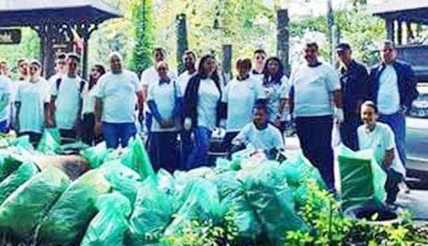 Zeci de tineri de la ALDE Argeş au strâns 80 de saci de gunoaie din Pădurea Trivale 5