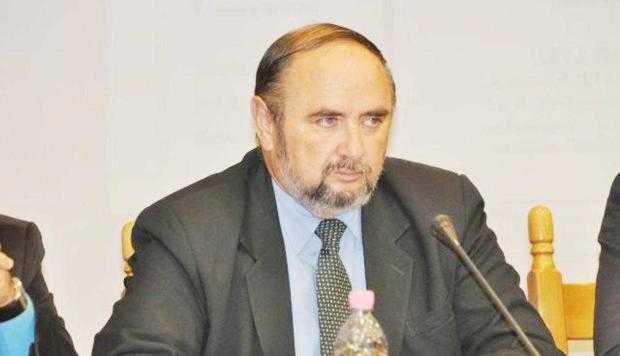 Deputatul Dănuţ Bica s-a adresat ministrului Finanţelor în privinţa eliminării accizei suplimentare la carburanţi 5