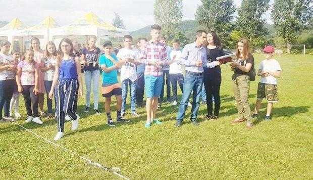 Cuplurile longevive, precum  şi elevii şi sportivii performanţi, premiaţi la Ziua Comunei Berevoeşti 7