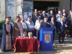 De ziua lor, pompierii au defilat prin Piața Vasile Milea 6