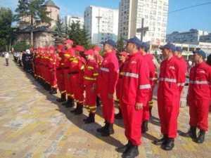 De ziua lor, pompierii au defilat prin Piața Vasile Milea 5