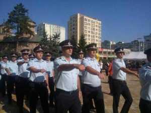 De ziua lor, pompierii au defilat prin Piața Vasile Milea 8