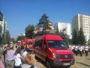 De ziua lor, pompierii au defilat prin Piața Vasile Milea 13
