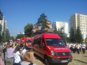 De ziua lor, pompierii au defilat prin Piața Vasile Milea 4