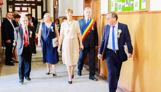 Un liceu din Curtea de Argeş a primit numele Regelui Mihai. Principesa Maria, prezentă la eveniment 6