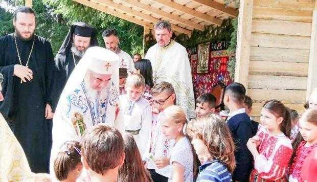 Patriarhul Daniel a binecuvântat copiii la Schitul Dragoslavele 5