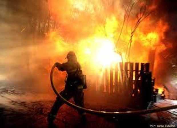 Incendii în Călinești, Pietroșani și Topoloveni 5