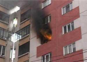 Incendiu într-un apartament din Pitești. Bătrân găsit decedat 3