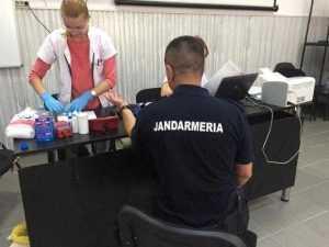 Zeci de jandarmi din Argeş au donat sânge 5