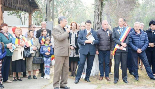 Flacăra Centenarului a fost aprinsă la Stolnici, în prezenţa unor oaspeţi din Republica Moldova 2