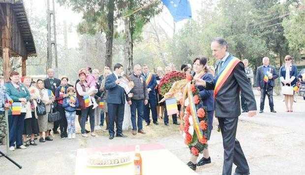 Flacăra Centenarului a fost aprinsă la Stolnici, în prezenţa unor oaspeţi din Republica Moldova 5