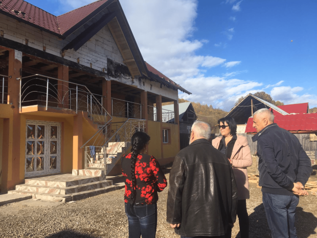 ALDE Argeș a ajutat o familie sinistrată din Călinești 5