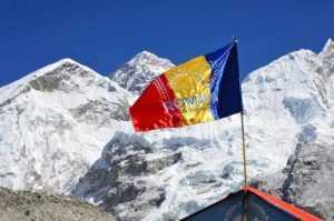 Argeșeanul Teo Vlad a dus steagul României pe vârful Pumori din Himalaya 5