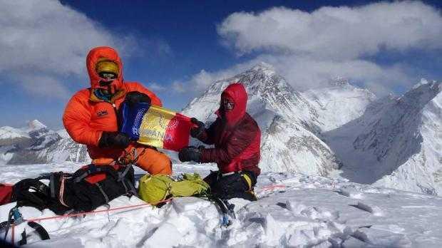 Argeșeanul Teo Vlad a dus steagul României pe vârful Pumori din Himalaya 4