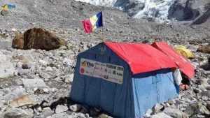 Argeșeanul Teo Vlad a dus steagul României pe vârful Pumori din Himalaya 6
