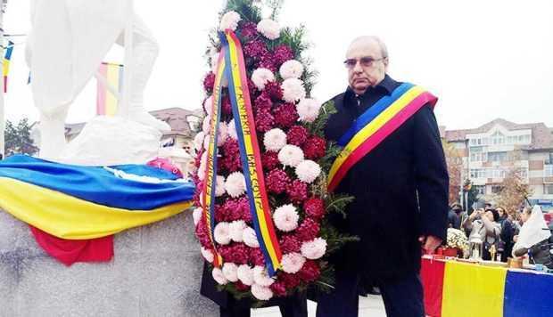 Avanpremieră la Centenarul Marii Uniri. Primarul din Bascov a recitat o poezie la Monumentul Eroului Necunoscut 5