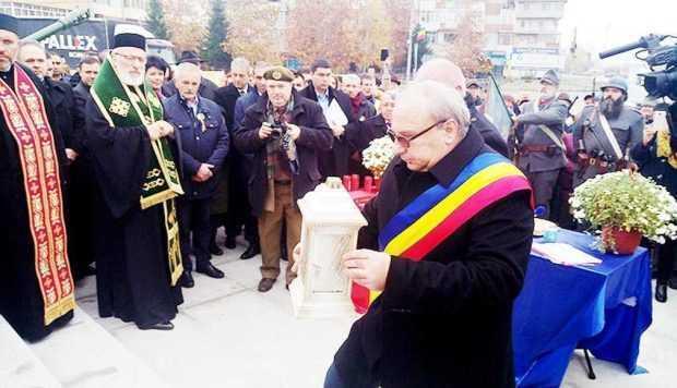 Avanpremieră la Centenarul Marii Uniri. Primarul din Bascov a recitat o poezie la Monumentul Eroului Necunoscut 7