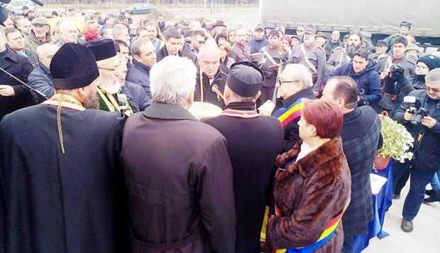 Avanpremieră la Centenarul Marii Uniri. Primarul din Bascov a recitat o poezie la Monumentul Eroului Necunoscut 8
